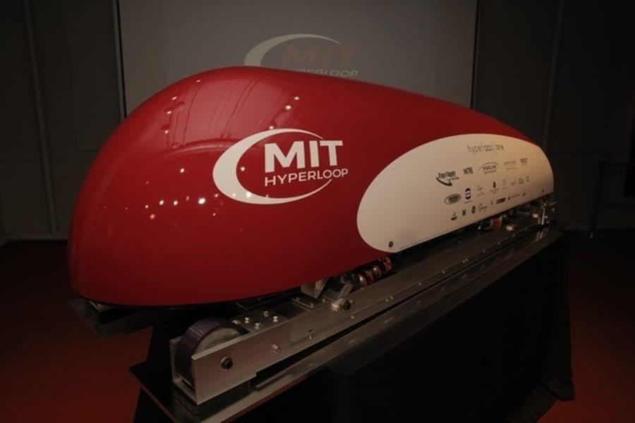 У Hyperloop появился первый вагон-прототип