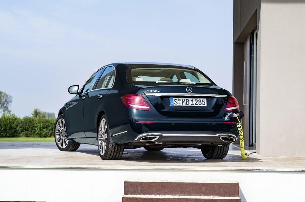 Mercedes доказал, что гибридные двигатели экологичнее бензиновых