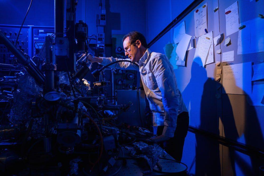 В IBM создали самый маленький магнит для накопления данных