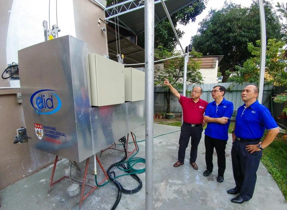 В Сингапуре создали робота для мытья и покраски высотных зданий