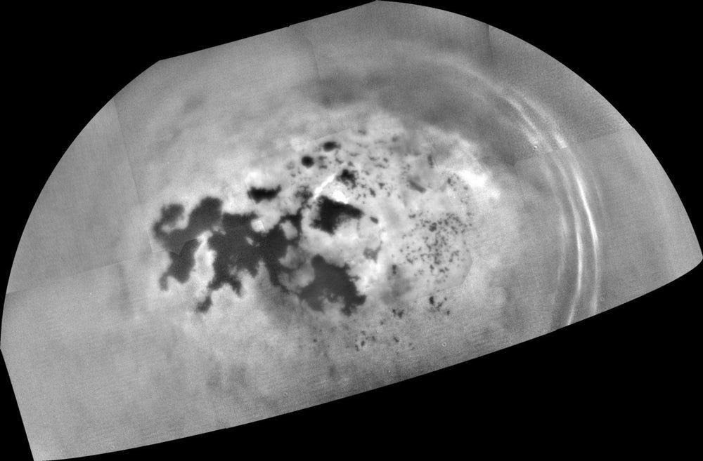 Ученые установили, что озера спутника Сатурна напоминают газировку