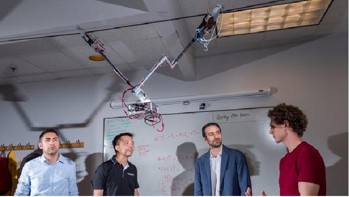 Ученые создали робота, который может передвигаться по растяжкам