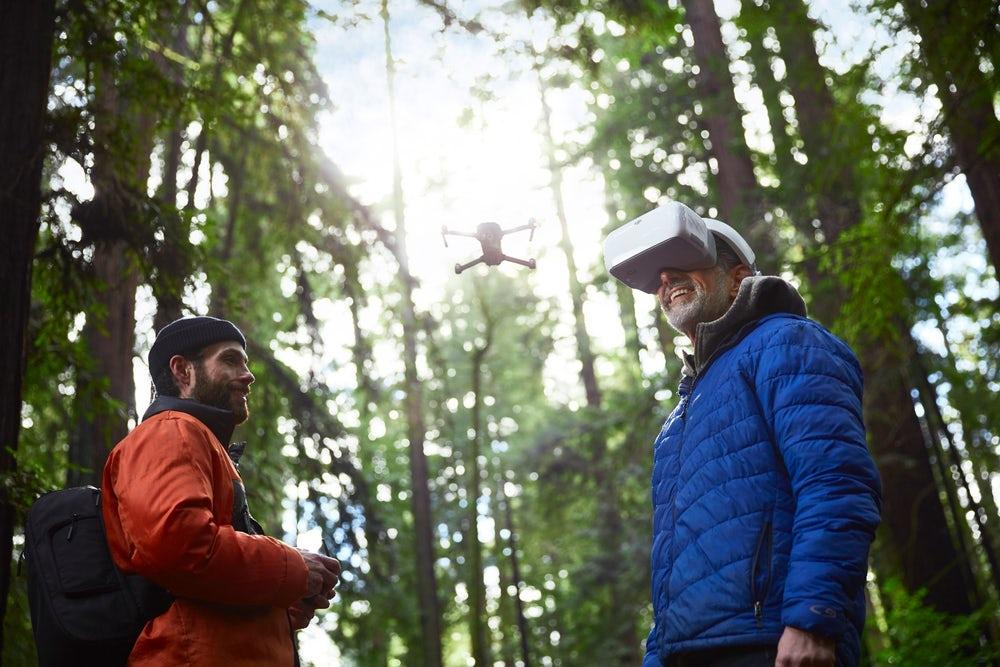 Компания DJI представила очки-контроллер для своих дронов