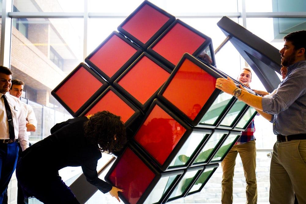 Американские студенты построили огромный кубик Рубика