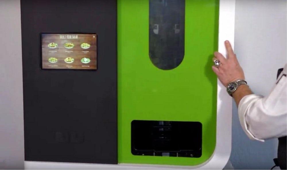 Представлен робот для приготовления салатов