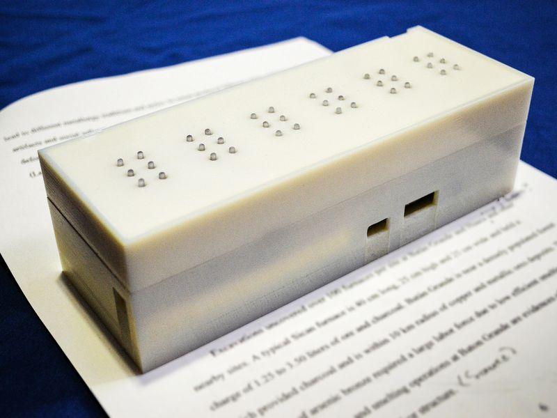 Студенты создали устройство, позволяющее слепым читать