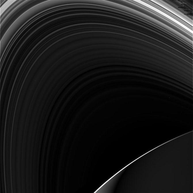 NASA составило видео из фото сближения Cassini с Сатурном