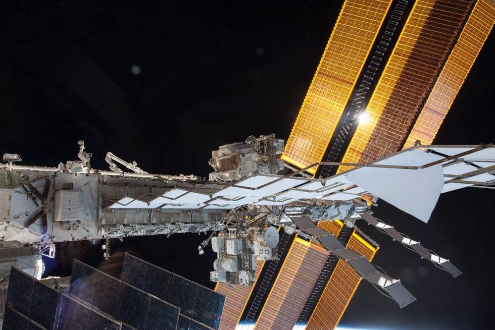 Космонавты на МКС совершат экстренный выход в открытый космос