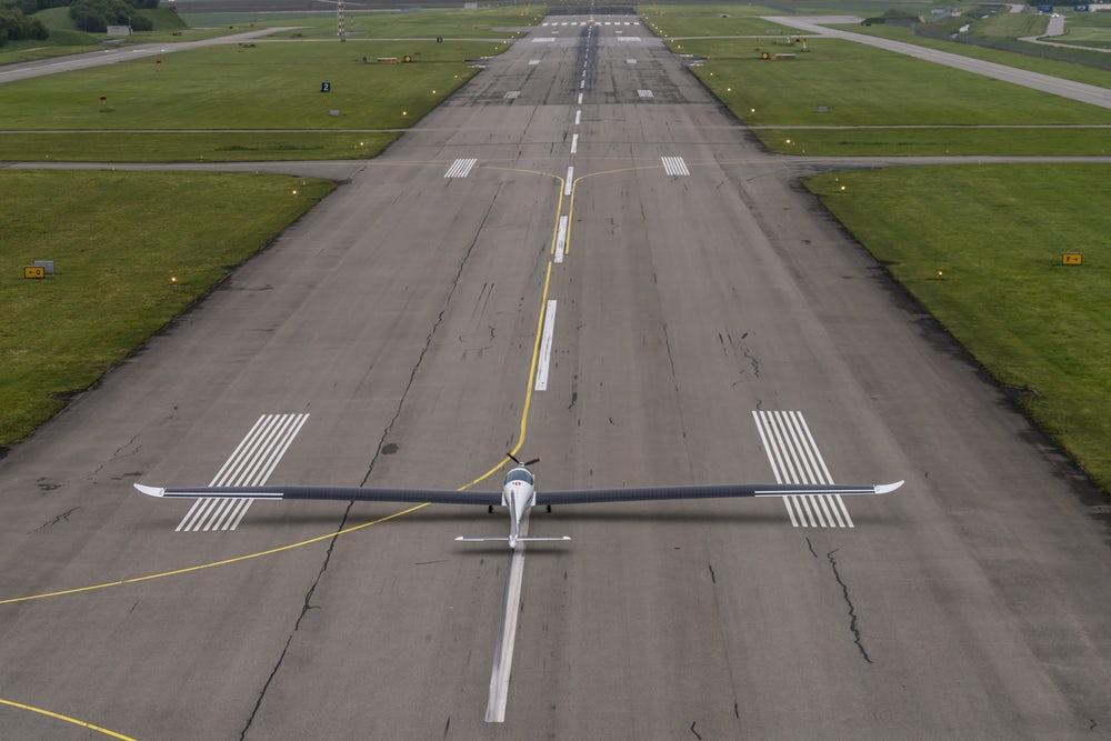 """В Швейцарии разрабатывают """"солнечный"""" самолет для полетов в стратосфере"""