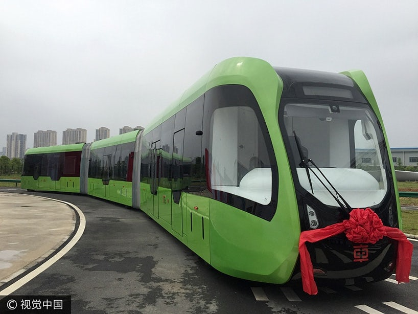 """В Китае разработали автономный """"безрельсовый поезд"""""""