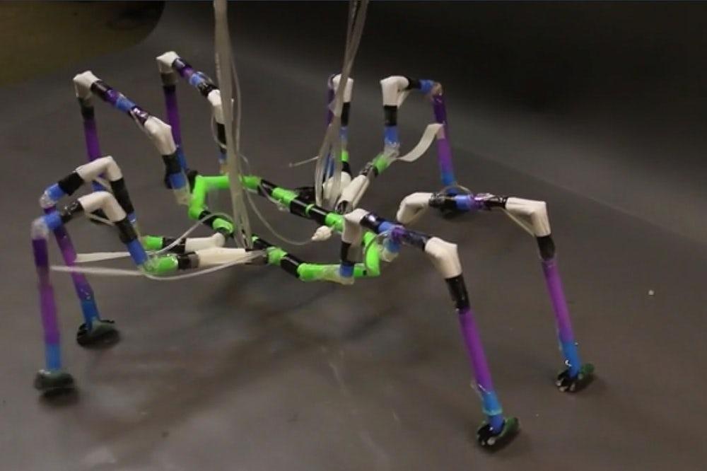 В Гарварде создали робота-паука из коктейльных трубочек