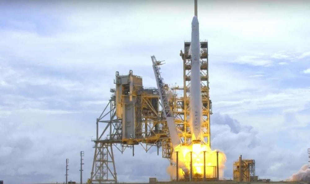 SpaceX готовится к стыковке Dragon и МКС