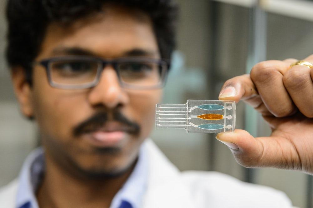 Американские ученые  обнаружили, что электронные сигареты повреждают ДНК