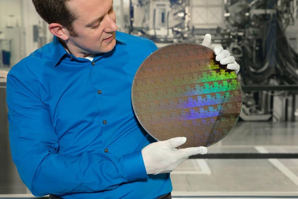 IBM уместили 30 млрд транзисторов начип размером сноготь