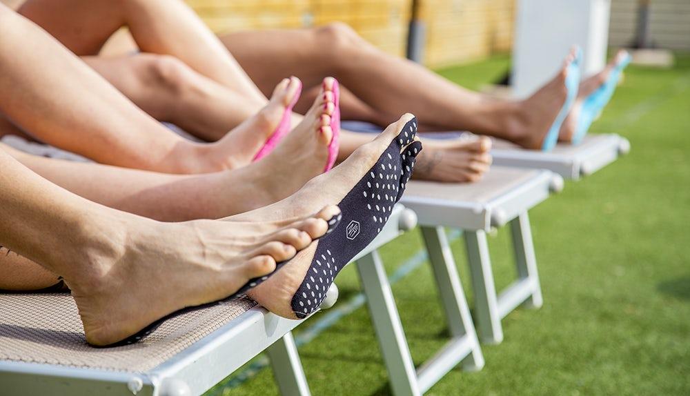 ВИталии разработали наклейки наноги вместо обуви