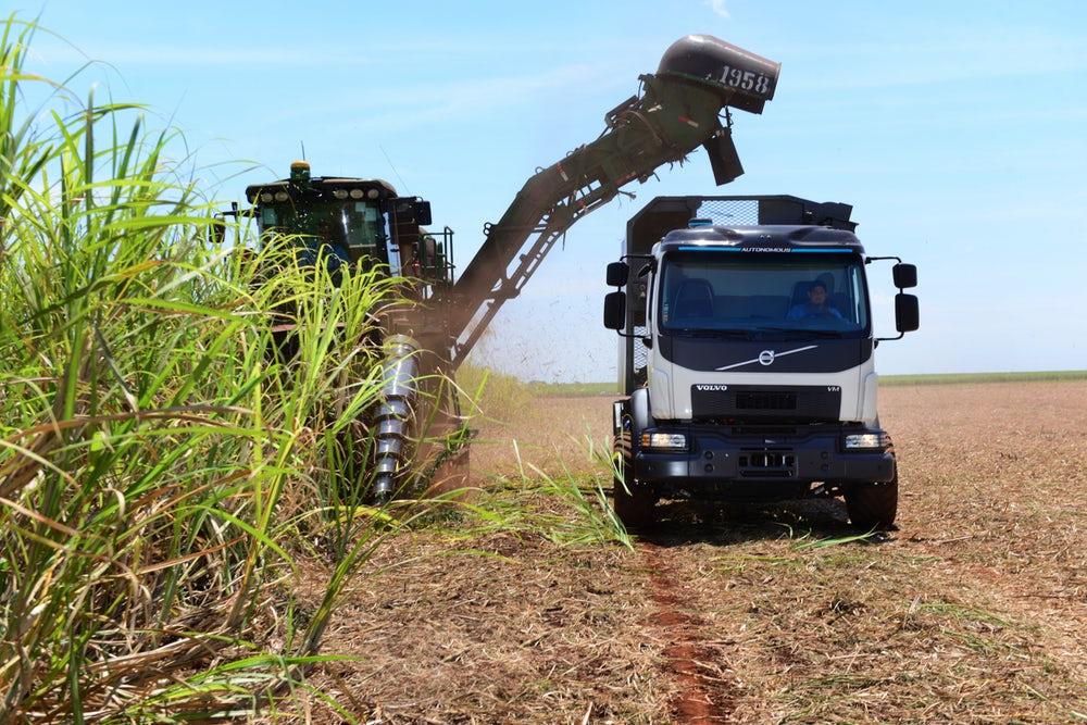Volvo создает систему автономного управления для сбора сахарного тростника