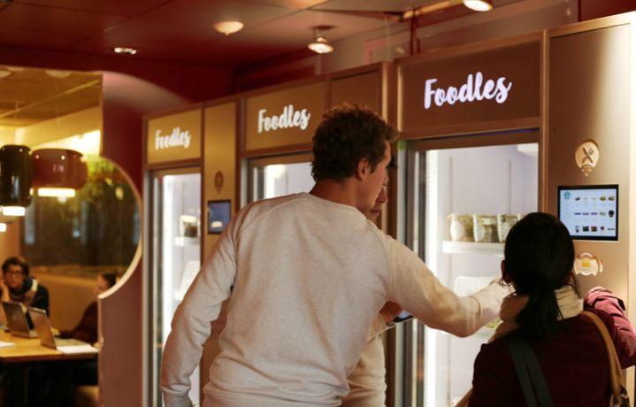 Во Франции разработали продающий еду холодильник