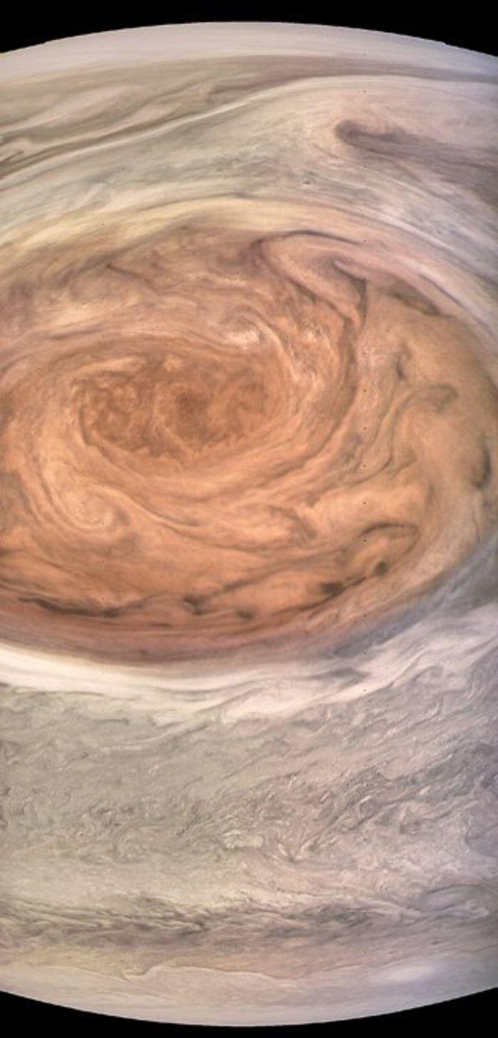 NASA опубликовало фотографии Большого красного пятна Юпитера