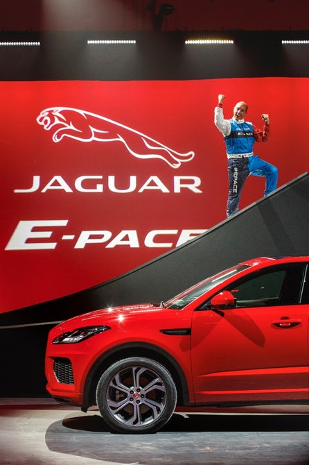 jaguar-e-pace-barrel-roll-12
