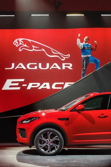 jaguar-e-pace-barrel-roll-12