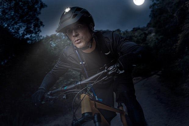 На Indiegogo появился велосипедный шлем с направленным освещением