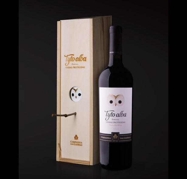 Коробку для вина теперь можно использовать как скворечник