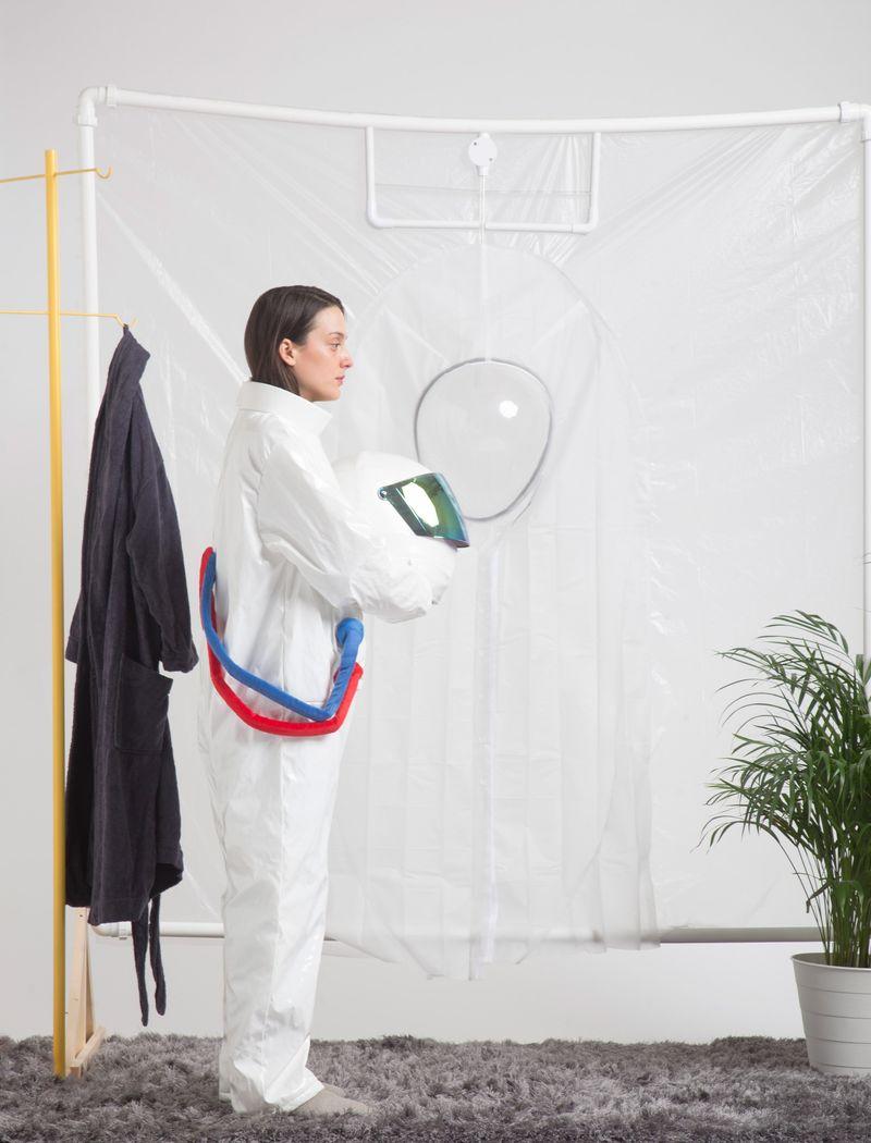 Представлен костюм для принятия ванной в невесомости