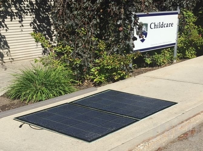 В Университете Томпсон Риверс установят тротуар из солнечных панелей