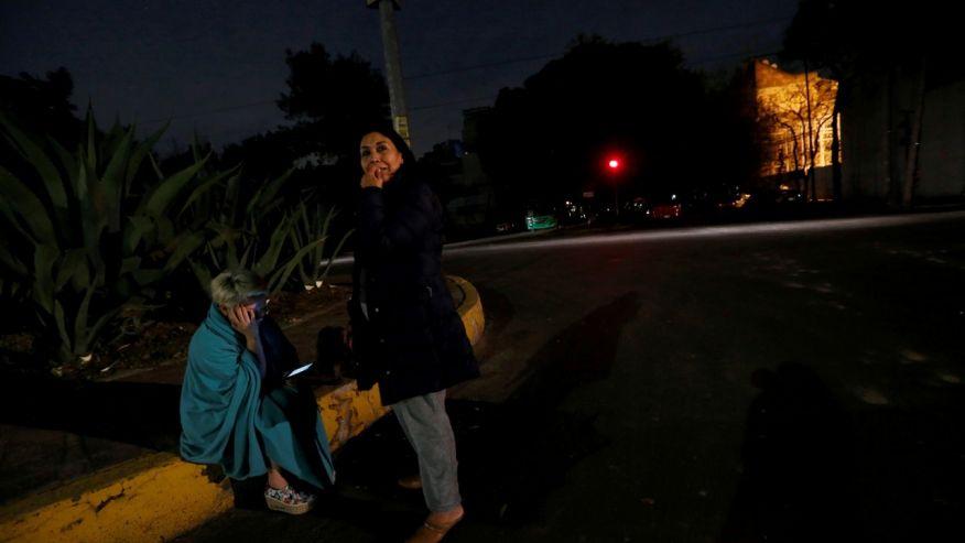 Во время землетрясения в Мексике небо светилось странными огнями
