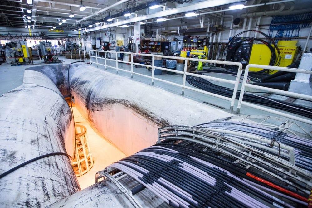 Microsoft и фейсбук завершили прокладку мощного подводного интернет-кабеля