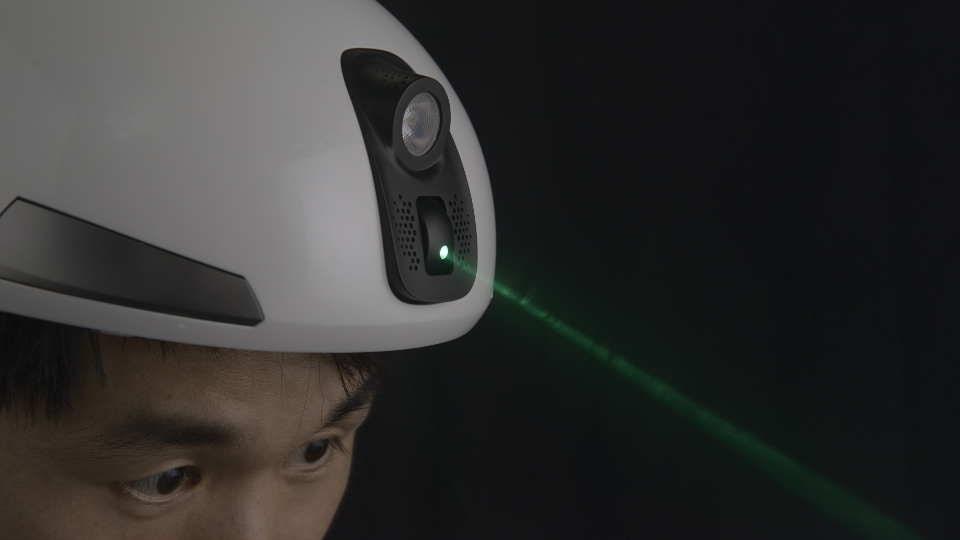 Представлен велосипедный шлем с лазерным маяком