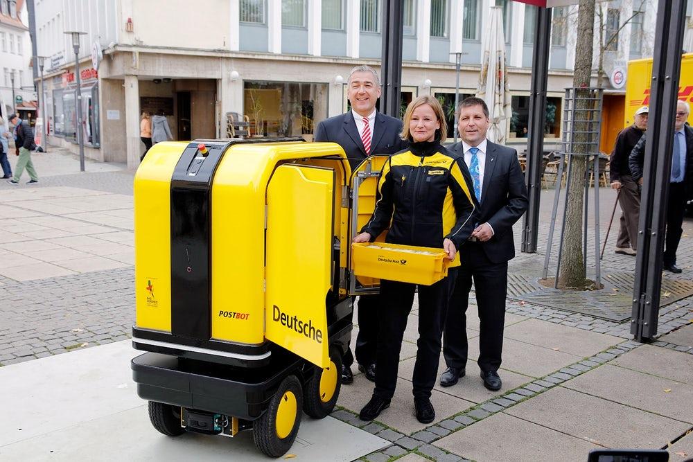 DHL начала использовать робота для доставки почты и грузов
