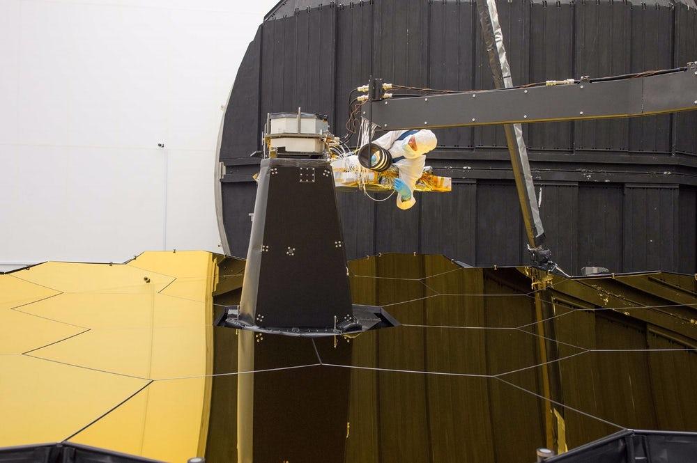Космический телескоп имени Джеймса Уэбба сделал первое селфи