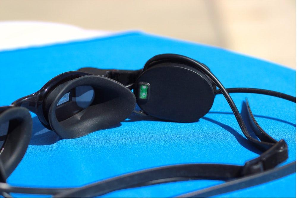 Представлены новые плавательные очки дополненной реальности