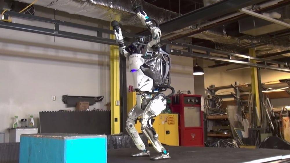 Робот Atlas сделал противоположное сальто