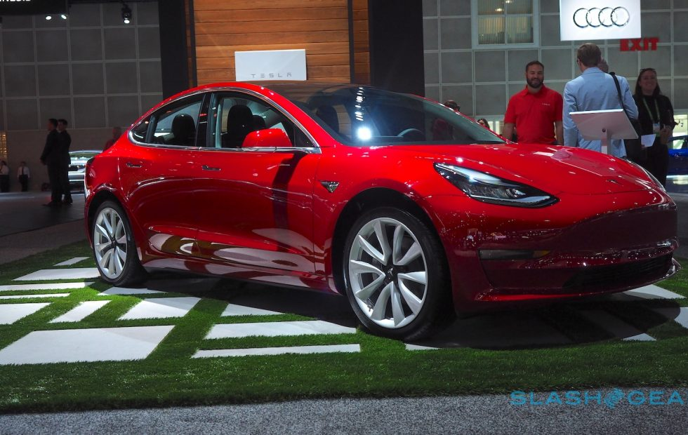 Маск признался, что спит назаводе из-за трудностей спроизводством Model 3