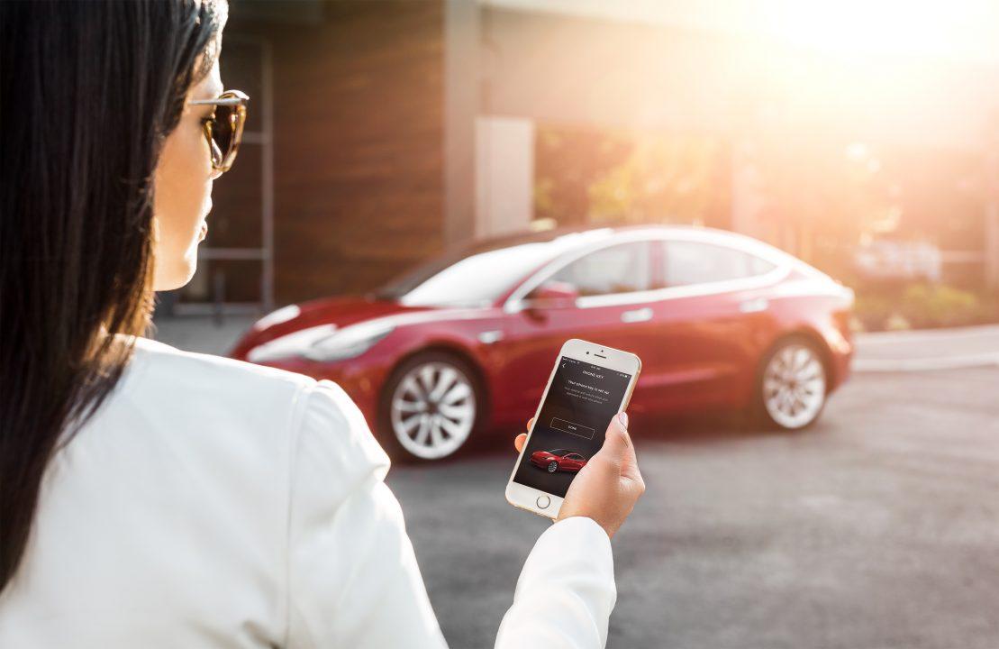 Американская компания Tesla каждую минуту «сжигает» около $6.5 тыс., подсчитал Bloomberg. Счетчик, установленный на сайте, показывает, сколько