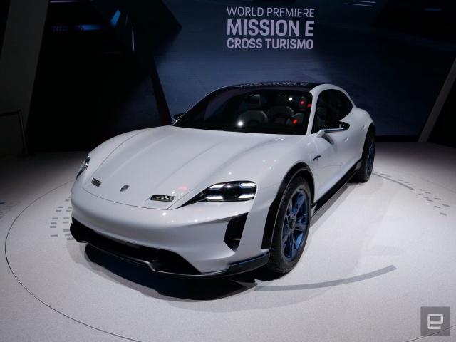 Porsche перенесла релиз Taycan Cross Turismo на 2021 год