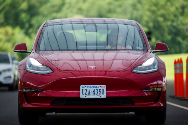 Теперь электрокары Tesla лучше распознают дорожные знаки