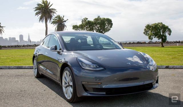 Новая версия ПО для электрокаров Tesla отключает некоторые дополнительные функции, которые стоят несколько тысяч долларов