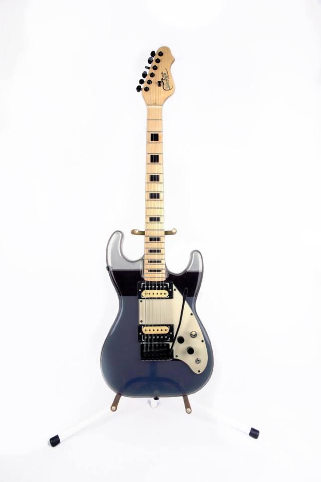 Bryan Guitars удивляет необычными гитарами с краской внутри
