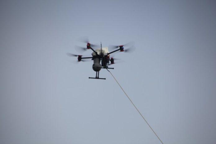 Компания Axon предлагает необычный проводной дрон Fotokite