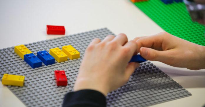 LEGO запускает новый проект конструкторов Braille Bricks