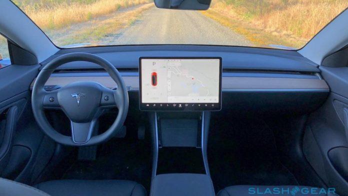 Tesla ждет одобрения теста своей новой системы уведомления водителей