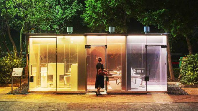 В Токио установят необычные прозрачные туалеты