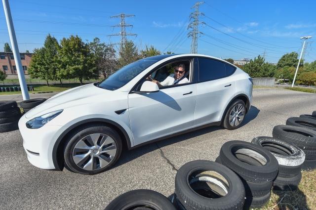 Tesla предлагает «разблокировать возможности» Model Y за 2 000 долларов