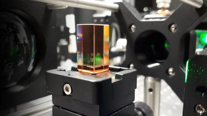 Технология голографического кристалла может улучшить работу облачных хранилищ