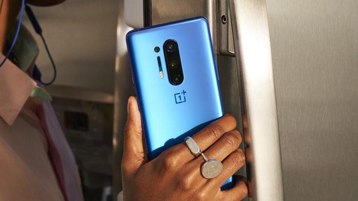 Смартфон OnePlus 8T может обойти по популярности старшего собрата