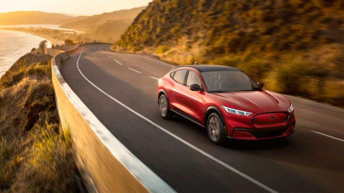 Ford снижает стоимость своего спорткара Mustang Mach-E