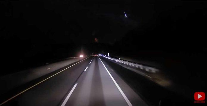 В США зарегистрирован пролет сверхяркого метеорита